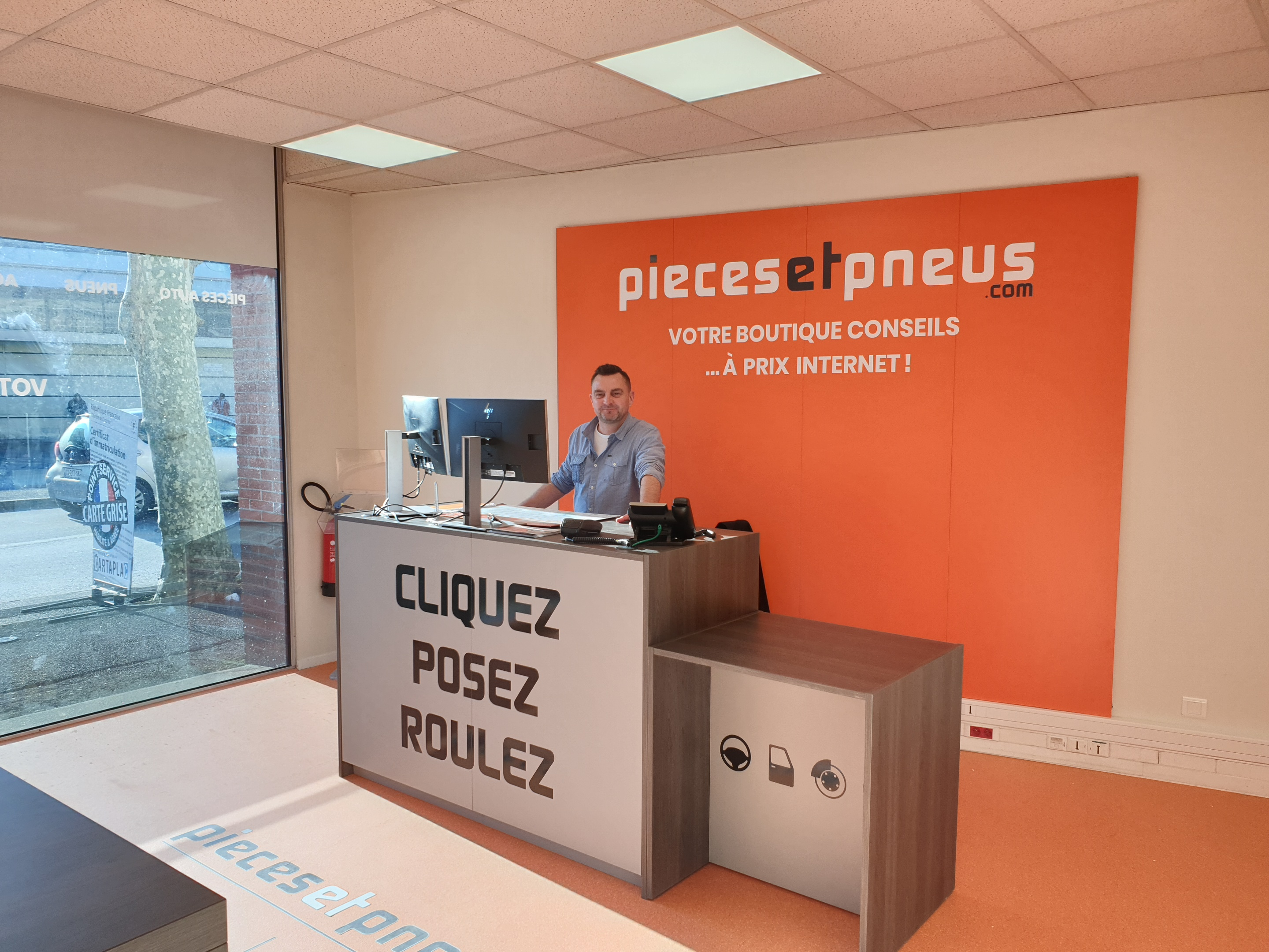Surface commerciale - Piecesetpneus.com Cholet