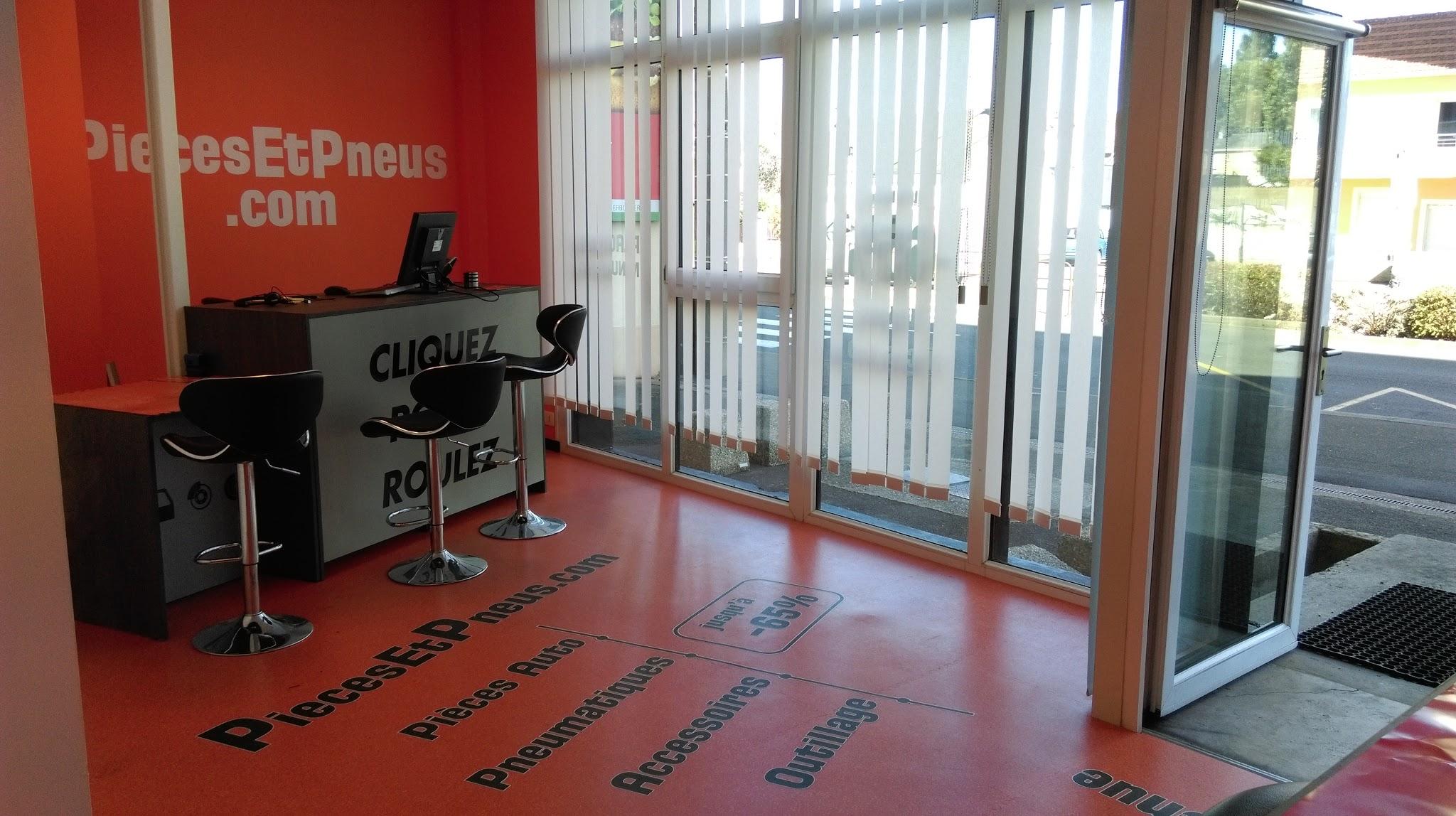 piecesetpneus.com Le Mans. Vue intérieure de la boutique